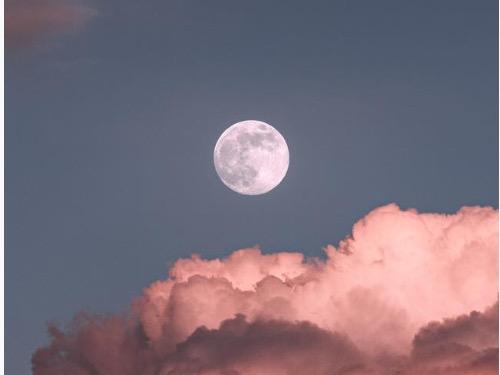 Full Moon Yin Yoga - auf Triviar