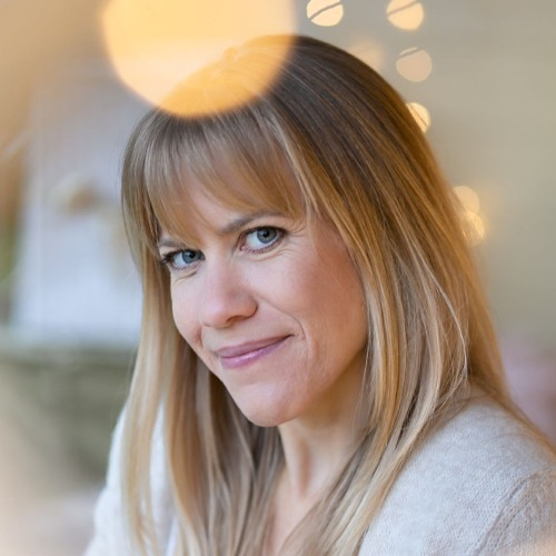 Lotte Brockfeld - Pink Peace Yoga - auf Triviar